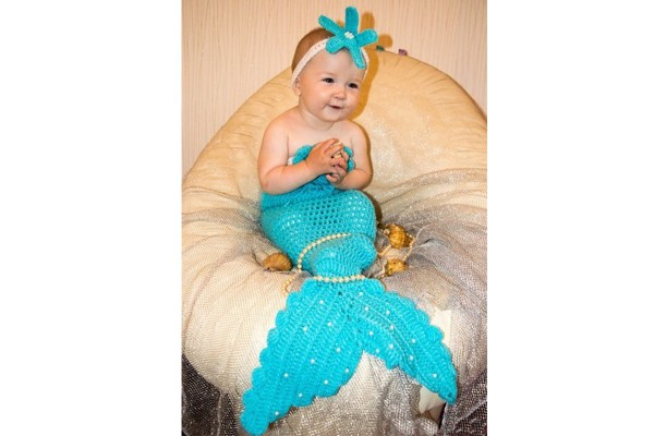 Вязаный костюм русалки для младенца голубого цвета